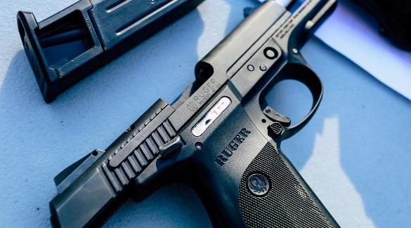 Черный пистолет