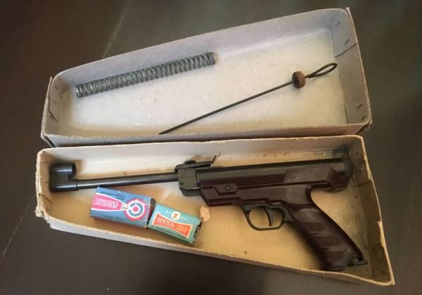 Пистолет в упаковке