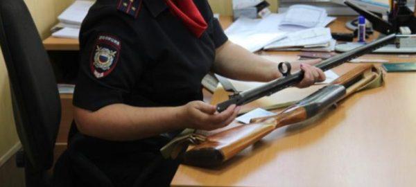 Проверка ружья сотрудниками полиции