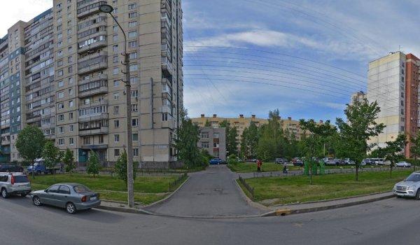 Панорама улицы где находится дом