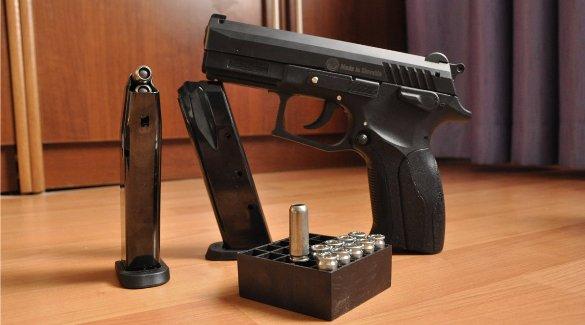 Газовый пистолет и патроны к нему