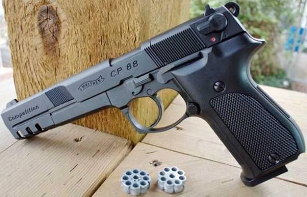 Пистолет с маркировкой Вальтер