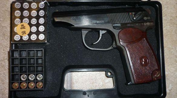 Травматический пистолет в коробке