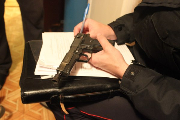 Проверка оружия сотрудниками лицензионного отдела