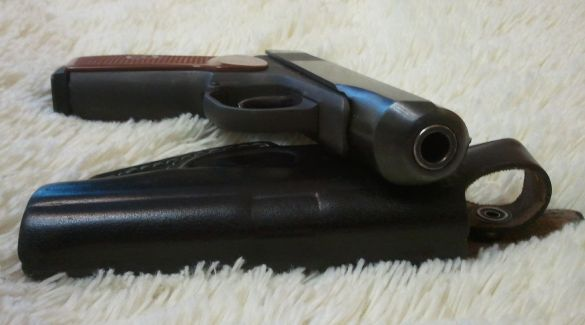Пистолет и кобура