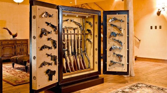 Сейф для коллекции оружия