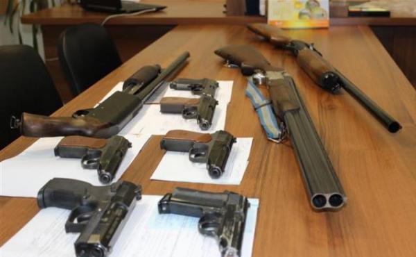 Проверка оружия в отделе лицензирования