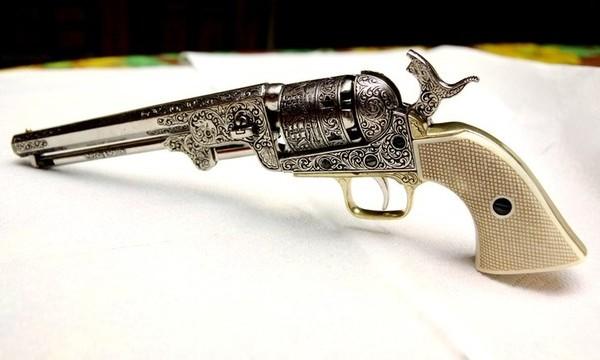 Коллекционный пистолет