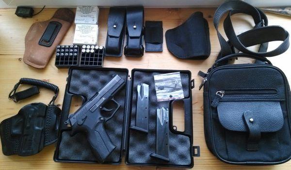 Пистолет, кобура и другие аксессуары