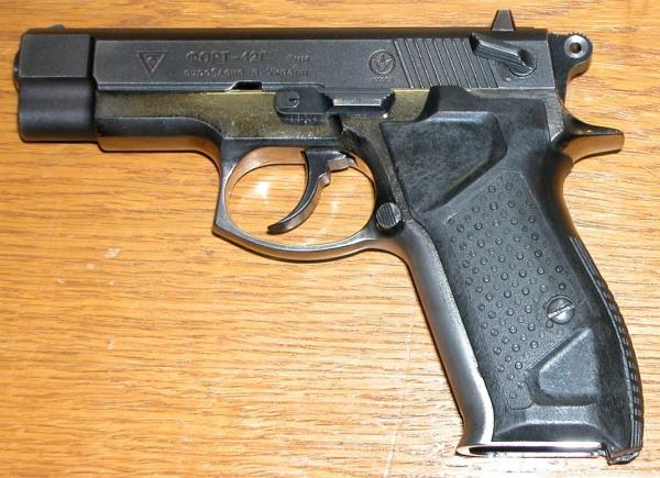 Пистолет черного цвета
