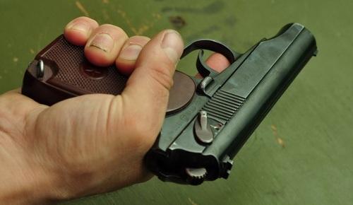 Пистолет удобно лежит в руке