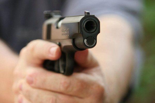 Готовый к стрельбе пистолет