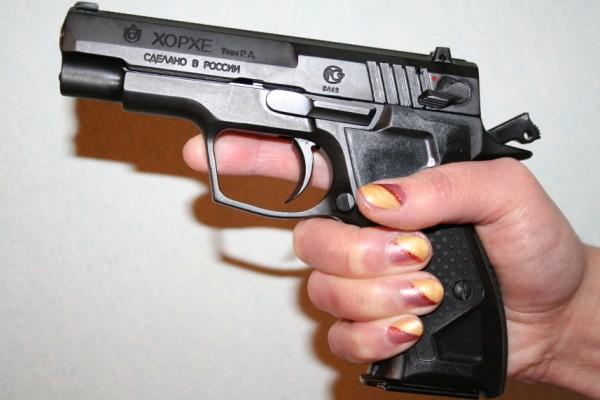 Пистолет удобно сидит в руке