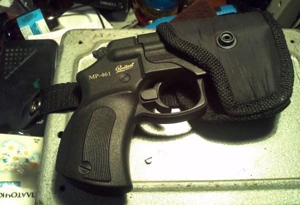 Пистолет в кобуре