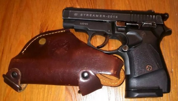 Пистолет и кобура к нему