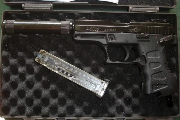 Оружие с глушителем