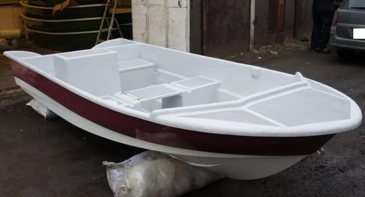 Белое судно